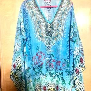 Beautiful blouse/tunic with bat wing sleeves.